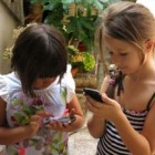 Agar Anak Tidak Kecanduan Handphone (HP)